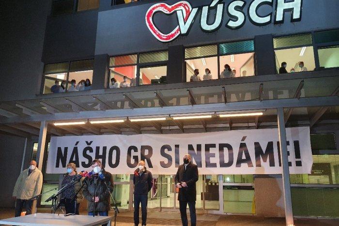 Ilustračný obrázok k článku Protest zamestnancov ústavu srdcových chorôb: Nechcú za šéfa hutníka!