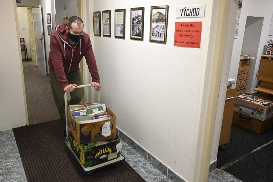 Ilustračný obrázok k článku Mestská knižnica v Krompachoch prešla rekonštrukciou za desaťtisíce: Čo sa vynovilo?