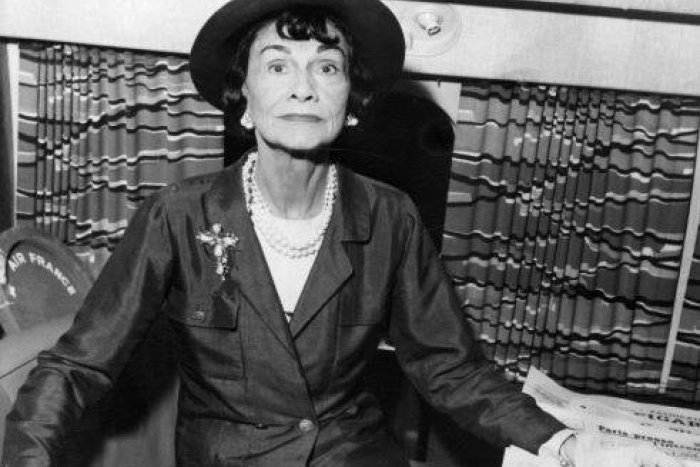 Ilustračný obrázok k článku Coco Chanel: Žena, ktorá aj po smrti vládne móde, vytvorila svetové impérium