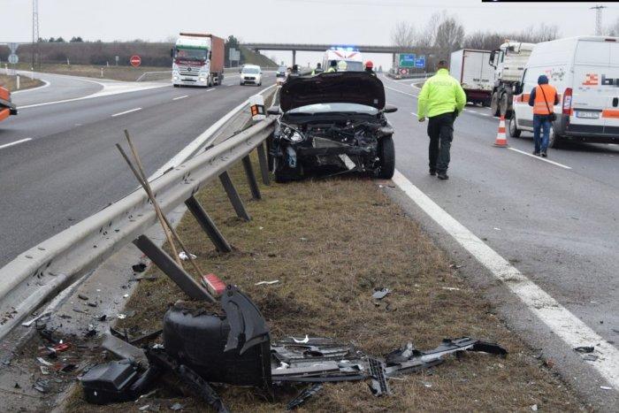 Ilustračný obrázok k článku Hromadná nehoda pred Trnavou: Jedno z áut skončilo vo zvodidlách, FOTO