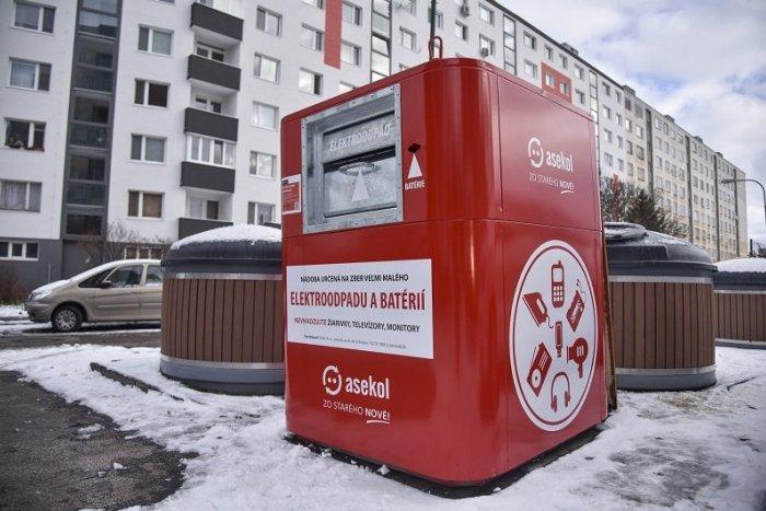 Ilustračný obrázok k článku V meste pribudli špeciálne červené kontajnery: Slúžia na zber elektroodpadu