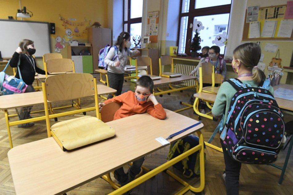 Ilustračný obrázok k článku Deti opäť zasadnú do lavíc. Ktoré školy v Humennom sa v pondelok otvoria?