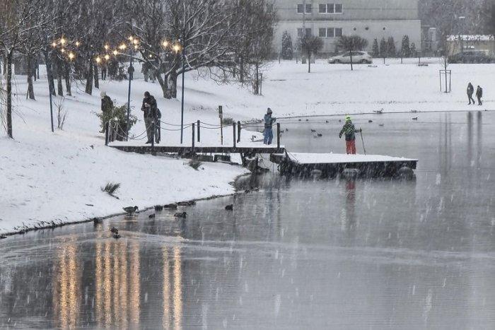 Ilustračný obrázok k článku Ďalšia vlna sneženia, povodne a arktický vzduch: Pocitová teplota bude až -25 °C! + VÝSTRAHY