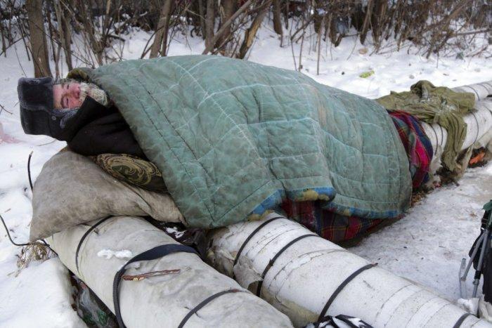 Ilustračný obrázok k článku V Bratislave sú riadne mrazy: Pomôžte ľuďom bez domova teplým oblečením
