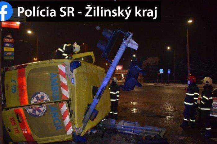Ilustračný obrázok k článku Mrazivé ZÁBERY z nehody v Žiline: Kopa šrotu po zrážke auta a sanitky
