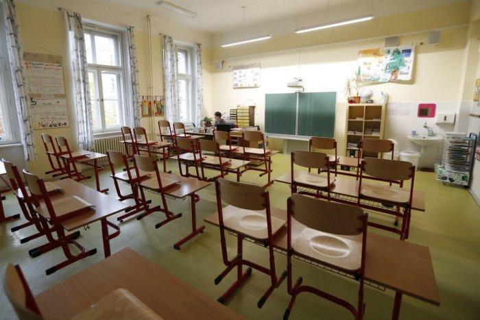 Ilustračný obrázok k článku Koronavírus opäť zatvára triedy: Problémy majú ďalšie nitrianske školy