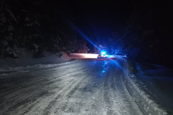 Ilustračný obrázok k článku Počasie stále vyčíňa: Cesta v Popradskom okrese je úplne uzavretá