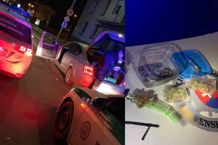 Ilustračný obrázok k článku PMJ-čkári zastavili muža, ktorý jazdil bez vodičáku: V aute objavili drogy