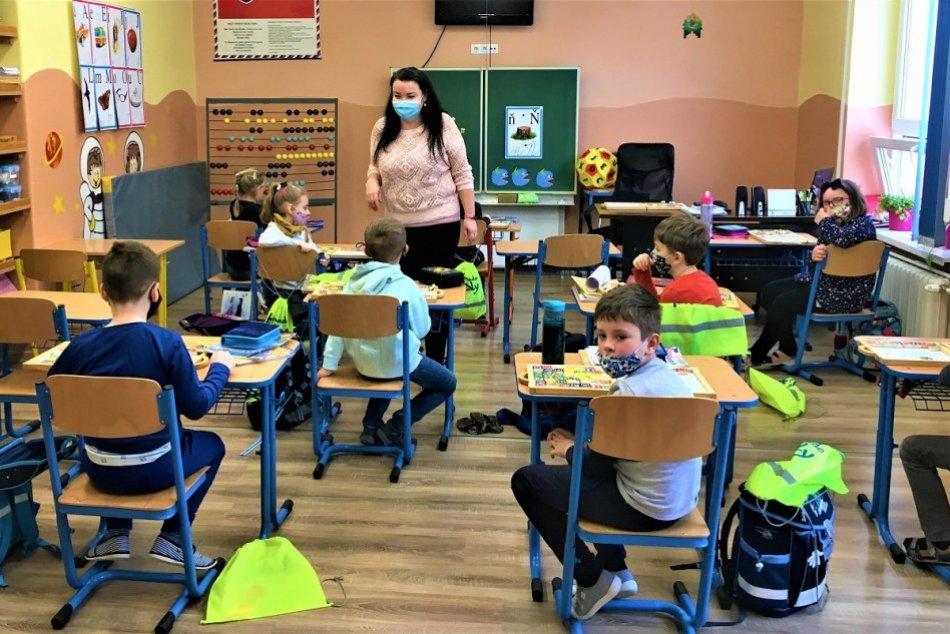 Ilustračný obrázok k článku Náročné otváranie škôl v Prievidzi: Mesto hlási vážnu situáciu s učiteľmi