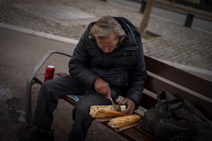 Ilustračný obrázok k článku Žiarsky Útulok je bez prípadu COVID-19: Medzi ľudmi bez domova je oň záujem