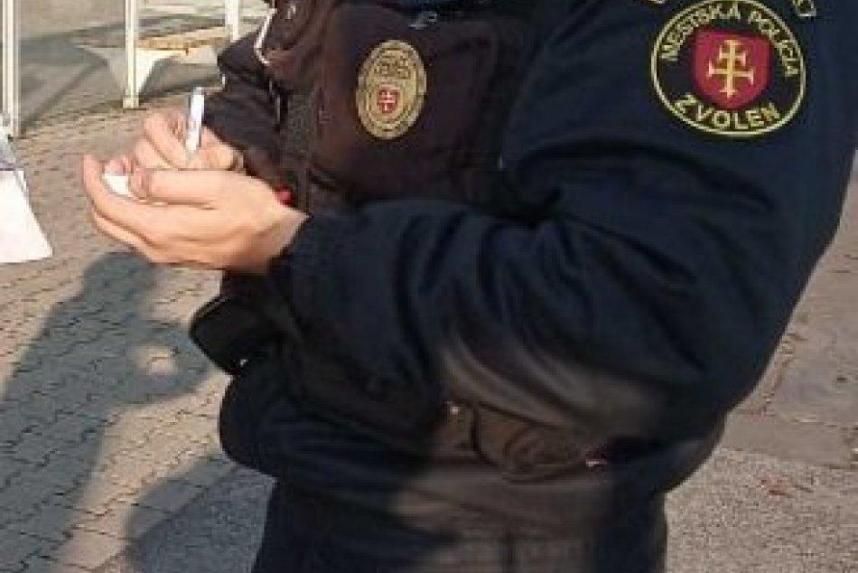 Ilustračný obrázok k článku Mestskí policajti začali používať NOVINKU: Ako si posvietia na Zvolenčanov? FOTO