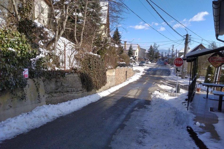 Ilustračný obrázok k článku KURIOZITA v slovenskej dedine: Tabuľka, z ktorej ZABOLÍ už len myšlienka na... FOTO