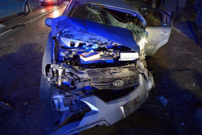 Ilustračný obrázok k článku Hrozivá nehoda v Trebaticiach: Mladý šofér sa čelne zrazil s autobusom