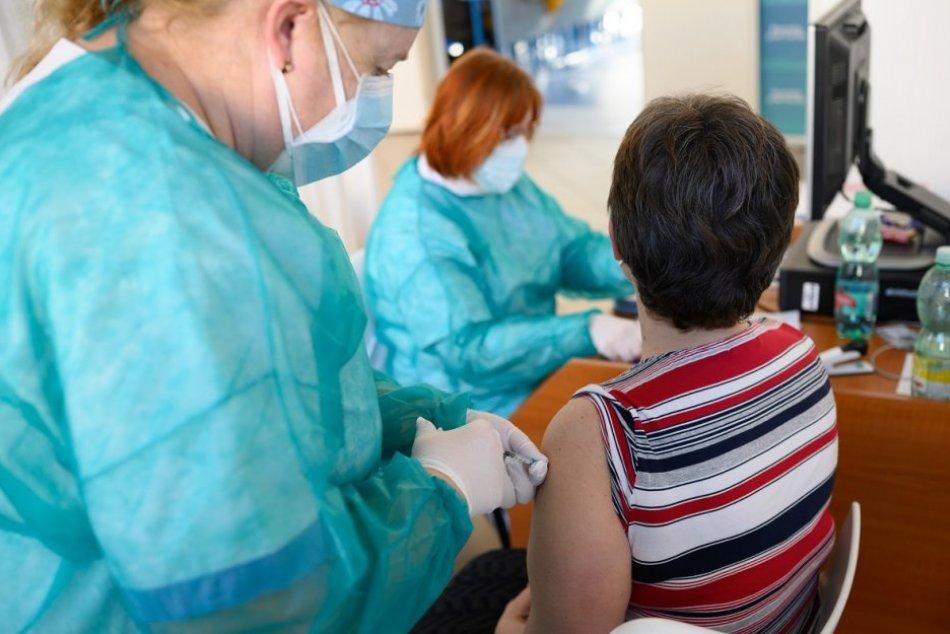 Ilustračný obrázok k článku Ministerstvo rozšírilo možnosti: Učitelia sa budú očkovať aj na hornej Nitre