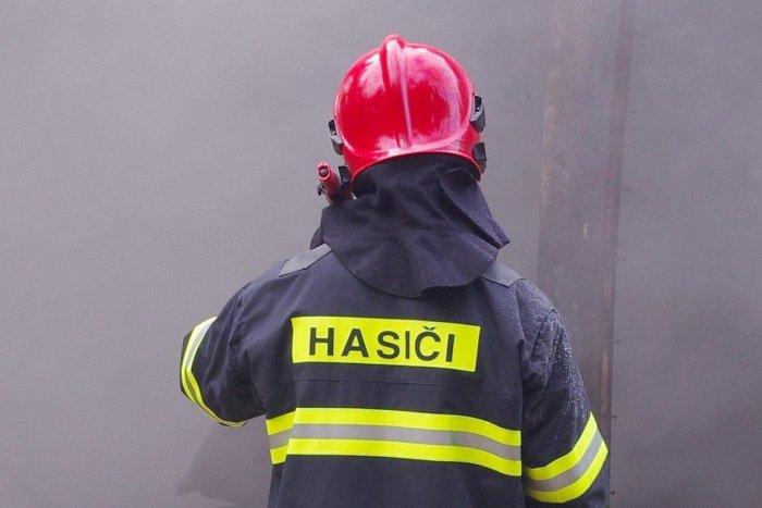 Ilustračný obrázok k článku Hasiči v nasadení: Dym vychádzal z pivnice rodinného domu