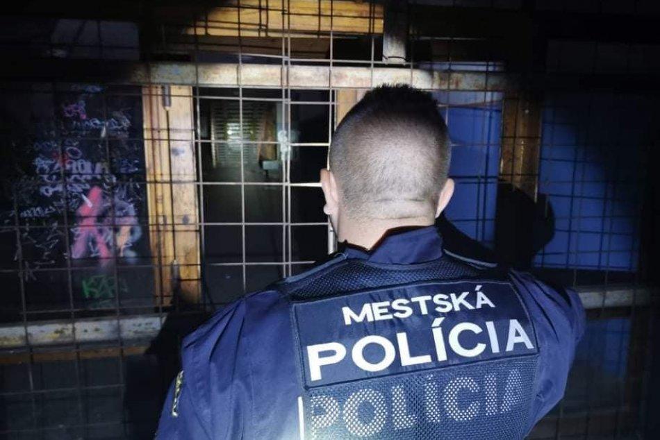 Ilustračný obrázok k článku Mladík zaútočil na policajta: Kopanec do nohy, ruky aj hlavy!