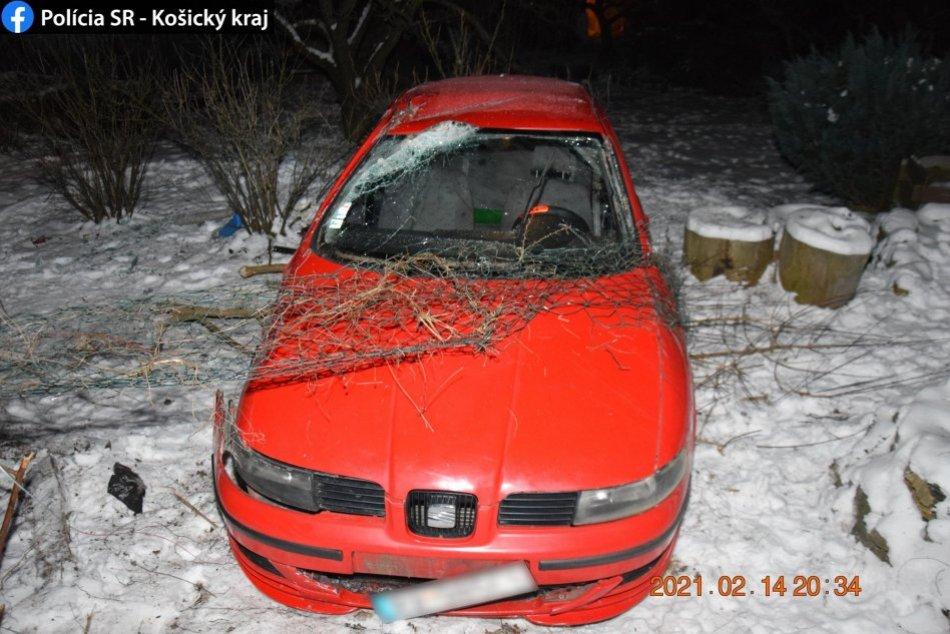Ilustračný obrázok k článku Nehoda v Rožňave: Auto skončilo v záhradke zástupcu primátora
