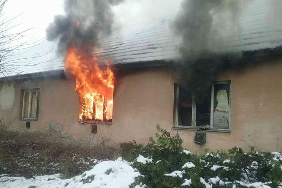 Ilustračný obrázok k článku V Mlynárciach horel opustený dom: Z plameňov zachránili dvoch ľudí, FOTO