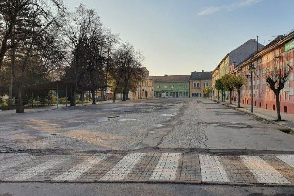 Ilustračný obrázok k článku Hlavné námestie v Tornali čaká veľká premena: V pláne sú parkovacie miesta aj fontána