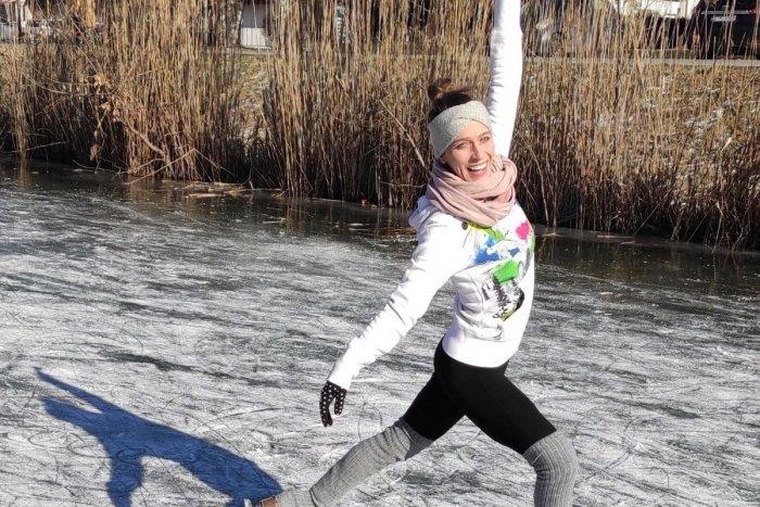 Ilustračný obrázok k článku ŠOU, akú Petržalka nezažila: Bývalá olympionička ukázala piruety, skoky či otočky! FOTO