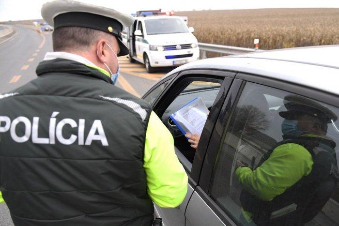 Ilustračný obrázok k článku Mení sa režim na hraniciach, pribudnú výnimky z karantény. Dotknú sa aj PENDLEROV!