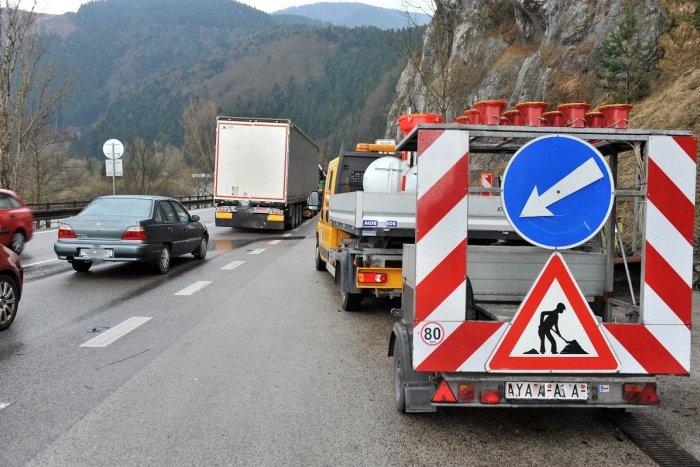 Ilustračný obrázok k článku Vyzbrojte sa trpezlivosťou: Oprava výtlkov v Strečne prinesie dopravné obmedzenie