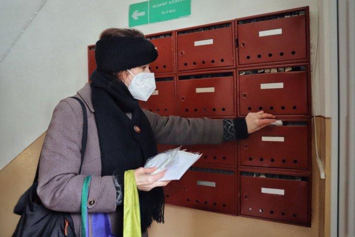 Ilustračný obrázok k článku Prešovská radnica rozdá seniorom respirátory: Akej vekovej skupine bude doručený?