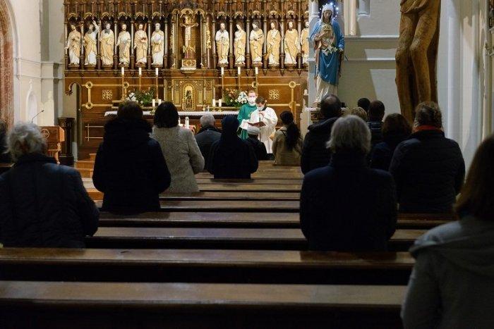 Ilustračný obrázok k článku Do kostola musíte mať lístok: Omše na sídlisku Solinky sú vybookované na celý týždeň