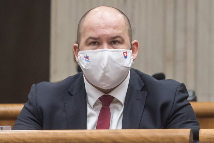 Ilustračný obrázok k článku Poslanec Pčolinský má po dvoch mesiacoch opäť koronavírus: Teraz udrel vo väčšej sile!