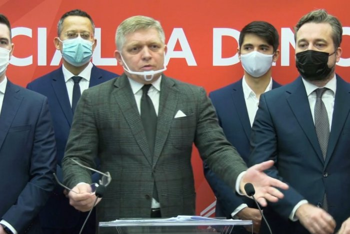 Ilustračný obrázok k článku Fico: Slovensko je v zajatí blázna, Matovič o Sputniku KLAME. Núdzový stav hrozí na ROKY!