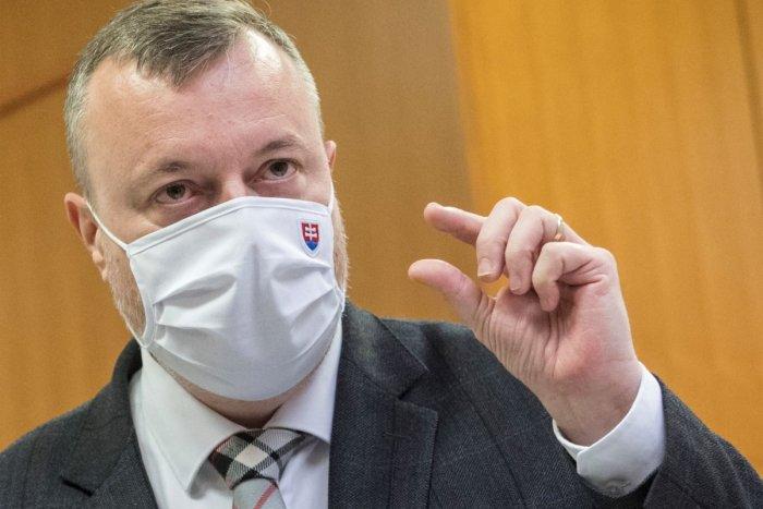 Ilustračný obrázok k článku Minister Krajniak to považuje za NEVYHNUTNÉ: Chce najprísnejšie obmedzenie pohybu