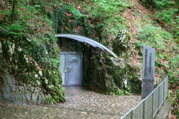 Ilustračný obrázok k článku Jeden z pokladov Gemera: Jaskyňa pri Rožňave má aj liečivé účinky