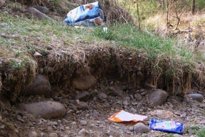 Ilustračný obrázok k článku Ľudská bezočivosť: Háj Nicovô miestami pripomína skládku odpadu z fastfoodov