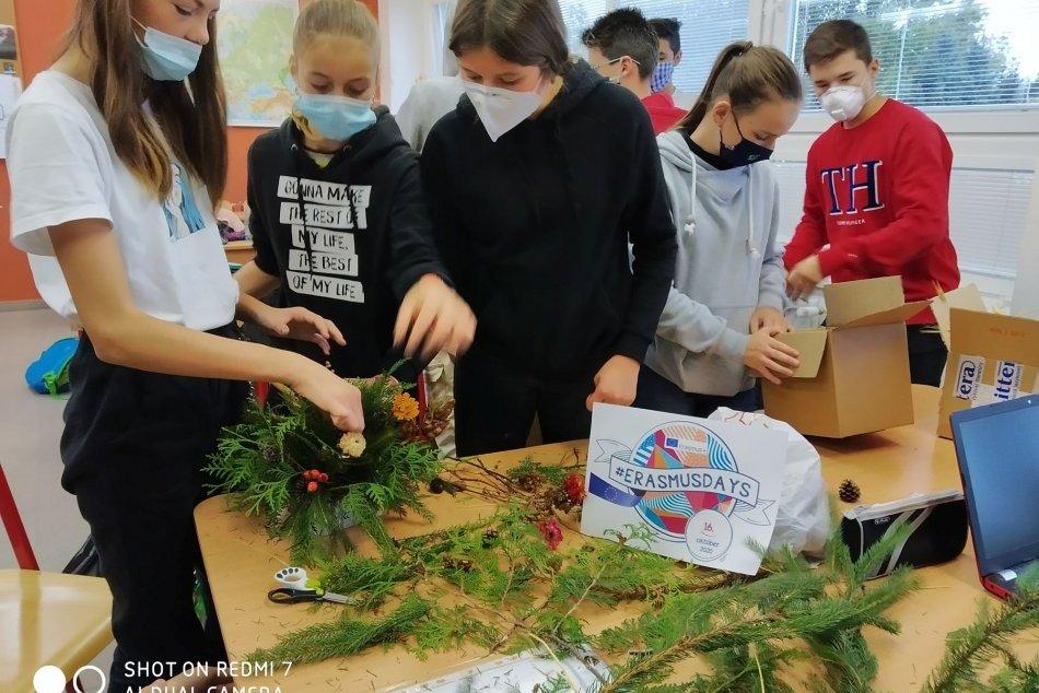 Ilustračný obrázok k článku Krása, čo sa podarilo napriek pandémii: Mladí Brezňania spolupracujú na európskom projekte