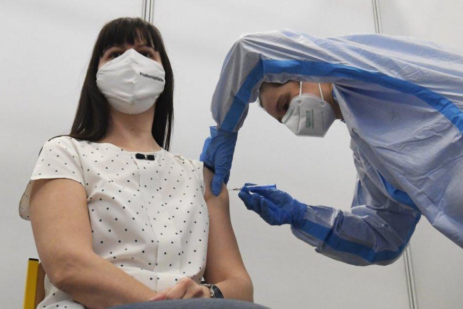 Ilustračný obrázok k článku Veľkokapacitné vakcinačné centrum v Nitre: Denne by mohlo zaočkovať tisíc ľudí