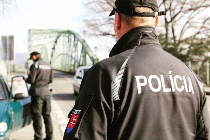 Ilustračný obrázok k článku POZOR, chystajú sa sprísnené kontroly: Policajti budú ľuďom viac klopať na dvere!
