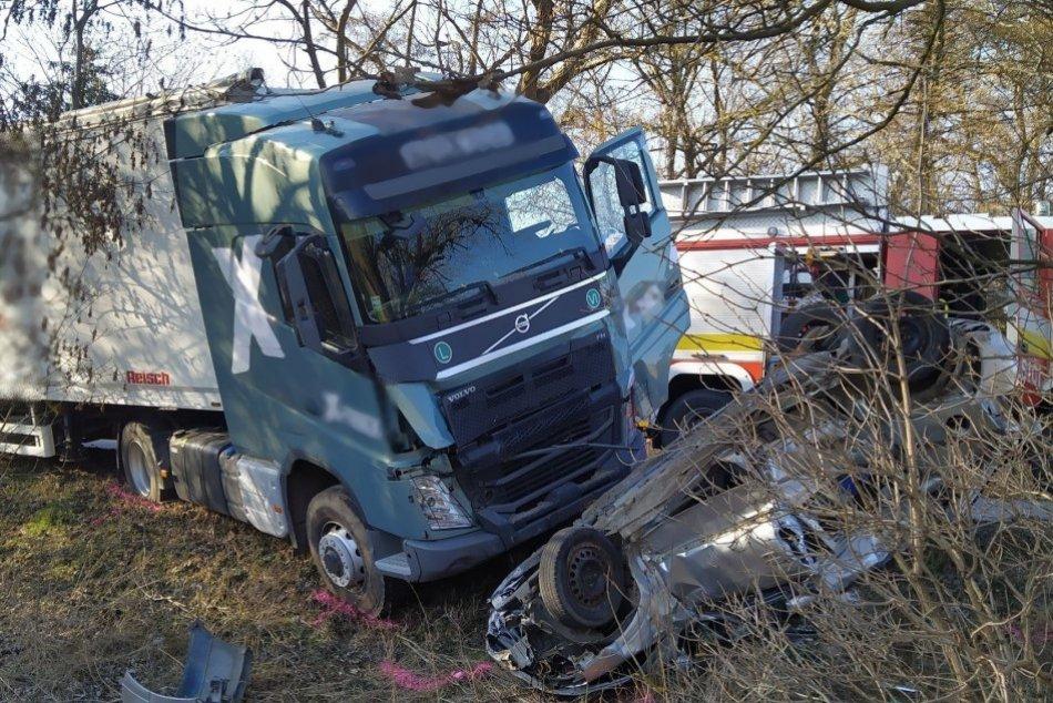 Ilustračný obrázok k článku Tragická nehoda: Pri zrážke auta s kamiónom zomrela vodička