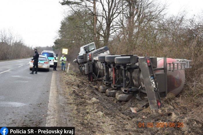 Ilustračný obrázok k článku Na Zemplíne havaroval kamión: Vodiči musia počítať s obmedzeniami