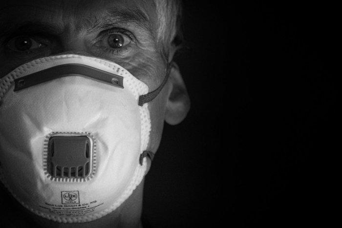Ilustračný obrázok k článku Neskutočná drzosť: V Handlovej ukradli dôchodcom respirátory priamo zo schránok