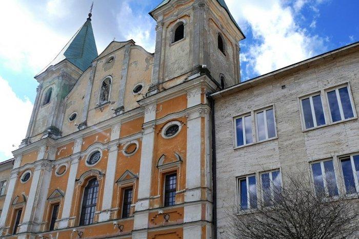 Ilustračný obrázok k článku Žilinský Sirotár a priľahlý kláštor zreštaurujú: Ožije v nových farbách