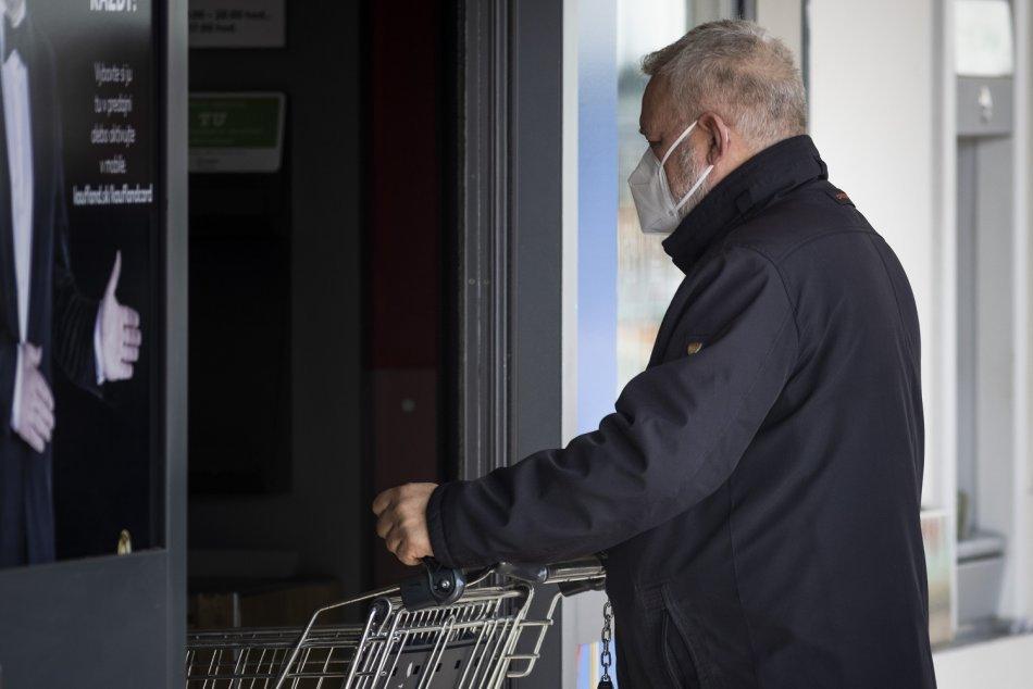 Ilustračný obrázok k článku Zvolen podáva pomocnú ruku seniorom: Potrebujete respirátor? Takto treba postupovať