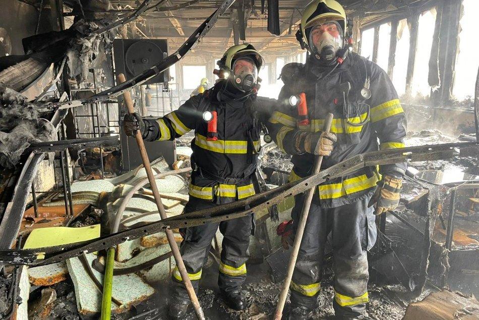 Ilustračný obrázok k článku V Pravenci horeli priestory nábytkárskej výrobne, FOTO