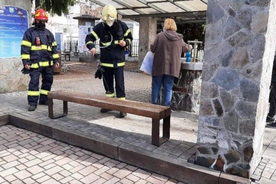 Ilustračný obrázok k článku Dobré správy z Lučenca: V boji s koronavírusom pomáhajú aj dobrovoľní hasiči, FOTO