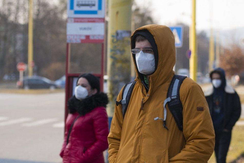 Ilustračný obrázok k článku Rúti sa na nás ekologická katastrofa: Rozklad respirátora? Viac ako desivý fakt!