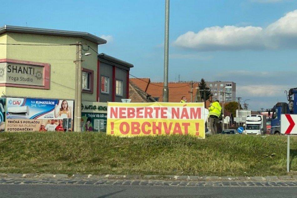 Ilustračný obrázok k článku Pomalá jazda ulicami: Šaľania protestovali proti odkladu výstavby obchvatu mesta
