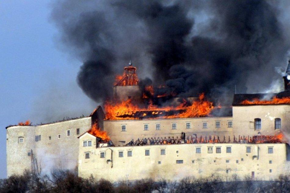 Ilustračný obrázok k článku Z opisu hasičov ide hrôza aj po deviatich rokoch: Požiar Krásnej Hôrky v OBRAZOCH