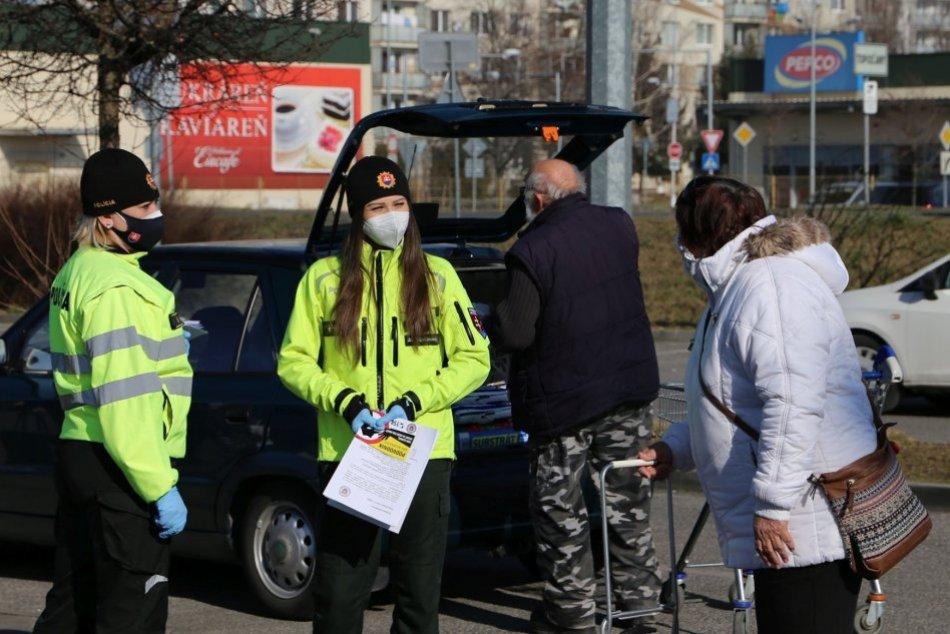 Ilustračný obrázok k článku Podvodníci využívajú aj sčítanie: Policajti v Topoľčanoch radili seniorom, FOTO