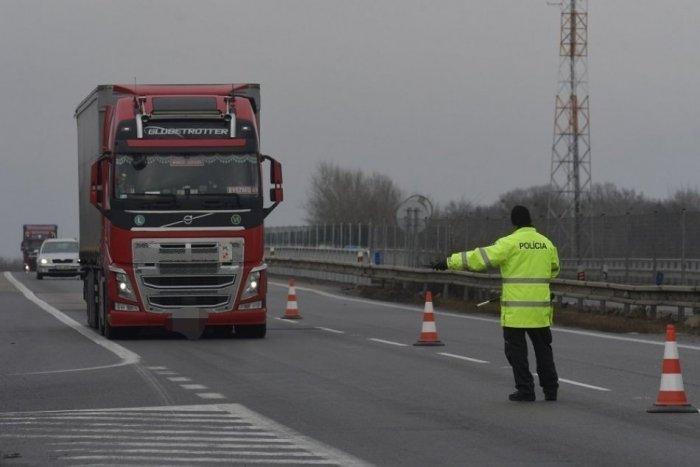 Ilustračný obrázok k článku Mikulášski policajti zastavili kamión: Jeho štýl jazdy sa proste nedal prehliadnuť