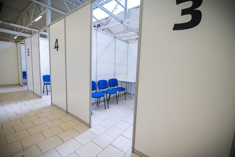 Ilustračný obrázok k článku Očkovacie čakárne v Trenčianskom kraji sú PRÁZDNE: Aj objednaní ľudia nechodia!