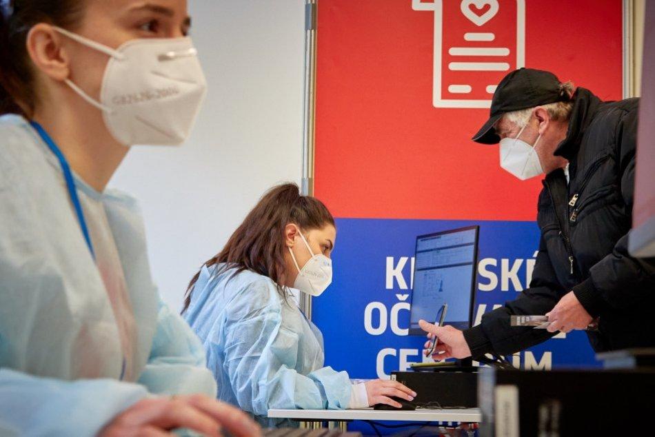 Ilustračný obrázok k článku Očkovanie v kraji napreduje: Koľkí seniori prejavili záujem o mobilné očkovacie jednotky?